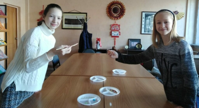 Учимся пользоваться китайскими палочками